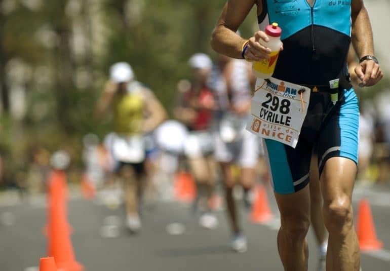Πόσο νερό πρέπει να πίνω, ανάλογα το άθλημα που κάνω; – Ώρα για τεστ εφίδρωσης!